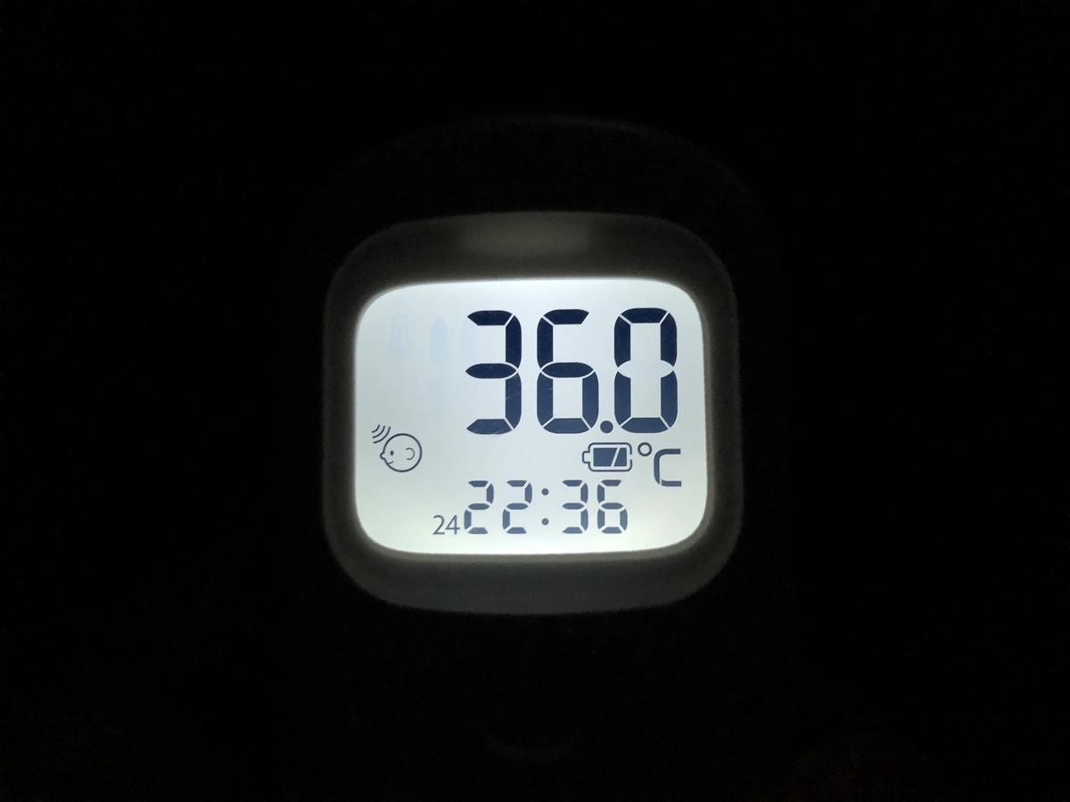 検温後、バックライトが付いた状態の画像